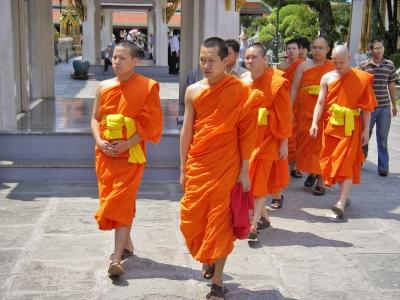 Buddhisten im Tempel