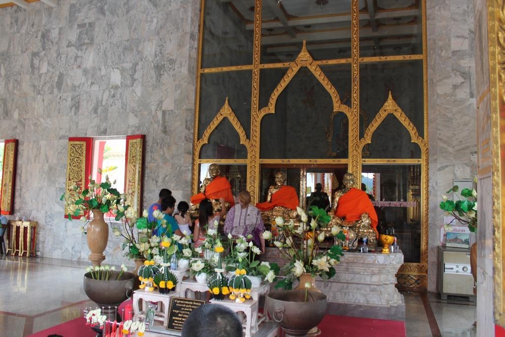 Opfergabe im Wat Challong